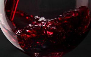 Красное вино может защитить от поликистоза яичников