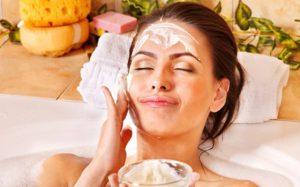 Уход за кожей лица включает целый комплекс косметологических процедур