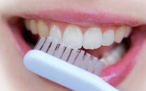 Как можно отбелить зубы?