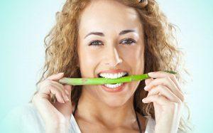 Стоматологи выяснили, какие популярные овощи разрушают зубы