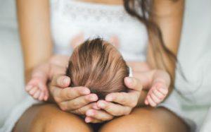 Когда начинаются месячные после родов: норма и патология