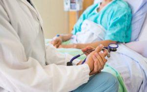 Лечение аритмии: народными средствами в домашних условиях или строго в больнице?