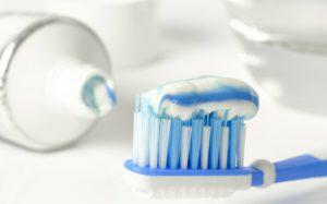 Когда чистить зубы: до завтрака или после?