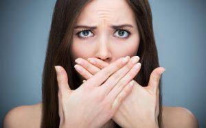 Как бороться с неприятным запахом изо рта: советы стоматологов