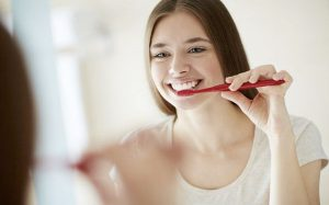 5 ответов на популярные вопросы про зубные коронки и импланты, которые вам стоит знать