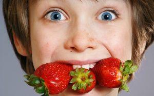 Кормление новорождённых аллергенными продуктами уменьшает риск аллергии