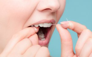 Противоречивые данные в исследованиях: действительно ли нужна зубная нить?