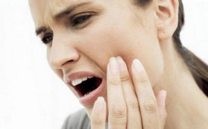 Первая помощь при острой зубной боли — что делать?