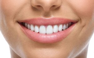 Что вреднее — яблоко или шоколад? Популярные мифы о здоровье зубов