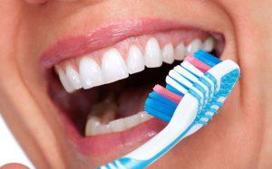 9 способов дешево отбелить зубы, сэкономив на стоматологе